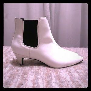 NWOT Design Lab | White Kitten Heel Bootie
